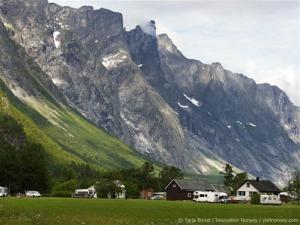 Norwegian-mountainous-landscape.