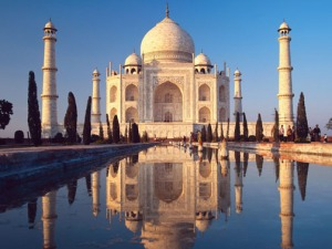 Taj-mahal-refelected-on-water
