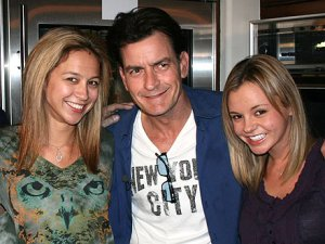 charlie-sheen-with-the-goddesses