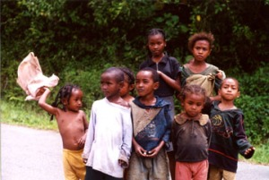 madagascar-village-children
