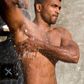 hot-guy-bathing