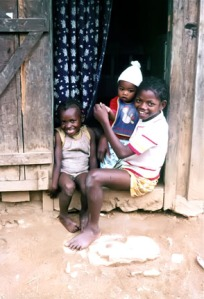 smiling-malagasy-kids-madagascar-sylverblaque