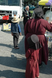 amish-women-in-dresses-caps