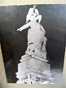 us-soldier-pees-on-statue-of-jose-marti