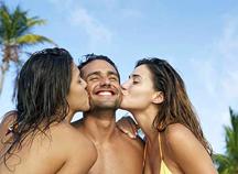 2-women-kissing-man