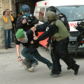 israeli-police-grabbing-palestinian