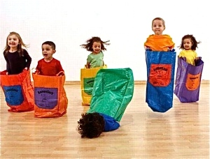 kid-falling-on-face-in-potato-sack-race