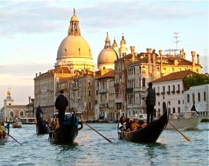gondola-venice-italy