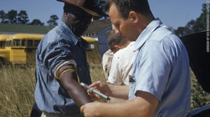 tuskegee-experiment-white-doctor-injecting-black-man